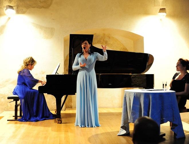Královna zpěvu Ema Destinová - Ladislava Vondráčková, Andrea Kalivodová, Barbora Kodetová (foto Jaroslav Strnad)