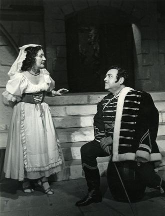 D. Auver: Fra Diavolo - Anna Hrušovská, Janko Blaho - SND 1957 (foto archív SND / Gejza Podhorský)