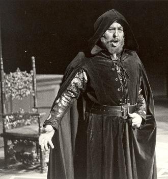 G.Verdi: Simon Boccanegra - Ondrej Malachovský (Jacopo Fiesco) SND 1985 (foto archív SND / foto Anton Sládek)