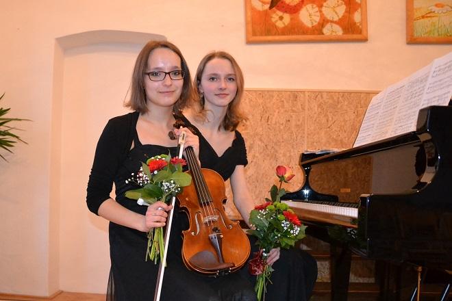 Markéta Dominikusová a klavíristka Markéta Sinkulová