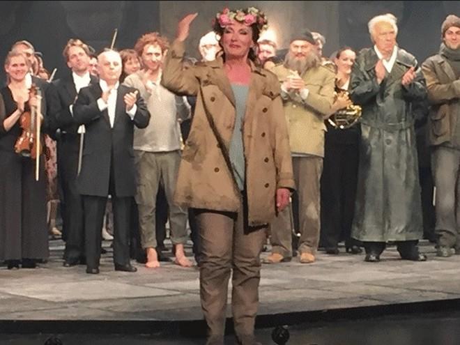 Waltraud Meier jako Kundry ve Wagnerově Parsifalovi - Staatsoper Unter den Linden 2016 (zdroj wanderer.blog.lemonde.fr)