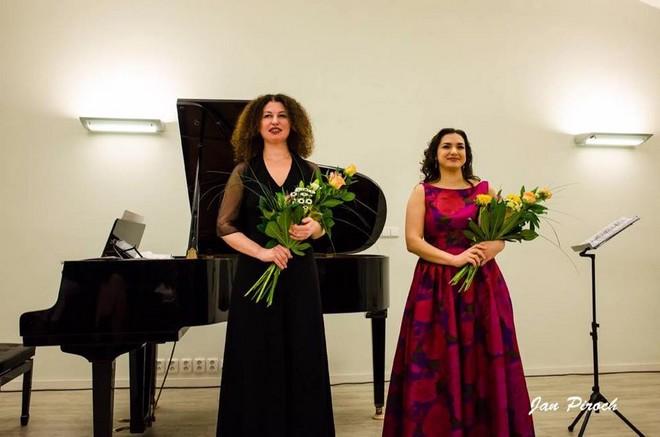 Olena Kushpler (klavír) a Lena Belkina (mezzosopran) - Kočárovna Zámeckého areálu Ctěnice 2016 (foto Jan Piroch)