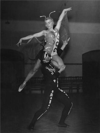 Oskar Nedbal: Pohádka o Honzovi - Naděžda Sobotková (Vážka), Vlastimil Jílek (Pavouk) - 22.2.1946 - ND Praha (foto archiv ND Praha)