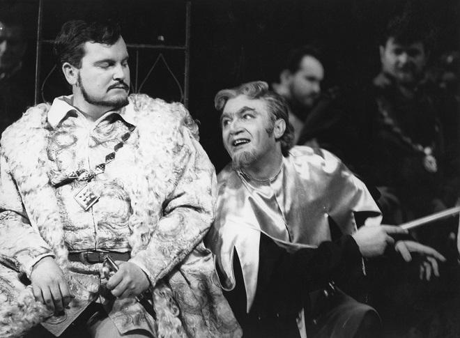 G. Verdi: Rigoletto - František Livora (Vojvoda) Juraj Oniščenko (Rigoletto) - SND 1970 (foto archív SND)