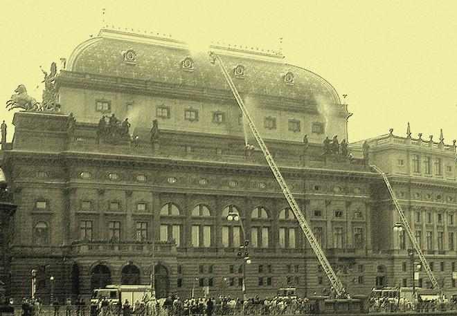 """Taktické cvičení """"Národní divadlo zase hoří!"""" (foto archiv HZS hl. m. Prahy/R. Krahulík)"""
