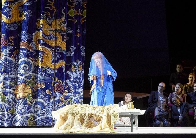 Giacomo Puccini: Turandot – Lise Lindstrom (Turandot), Anita Hartig (Liù) - Wiener Staatsoper 2016 (foto Wiener Staatsoper/Pöhn)
