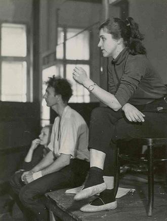 Zkouška baletu - J.Žlábková, V.Šedivý, V.Untermüllerová (foto archiv DJKT Plzeň)