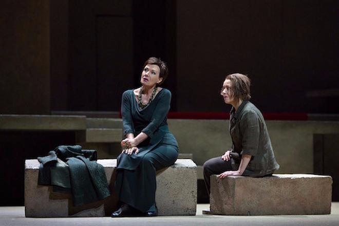R.Strauss: Elektra - Waltraud Meier (Klitaimnestra), Nina Stemme (Elektra) - Met 2016 (foto Marty Sohl)