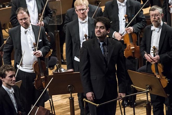 Lahav Shani - Česká filharmonie - Praha Lahav Shani - Česká filharmonie - Praha 2.4.2016 (foto Petra Hajská) Hajská)