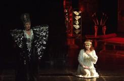 W.A.Mozart: Čarovná flauta - Jana Bernáthová (Kráľovná noci), Adriana Kohútková (Pamina) - SND Bratislava (foto archiv SND)