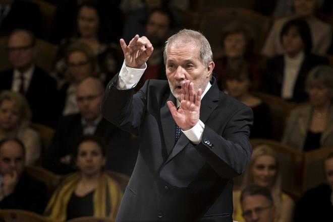 Česká filharmonie – P.Eötvös - Dvořákova síň Rudolfina Praha 2016 (foto ČF)