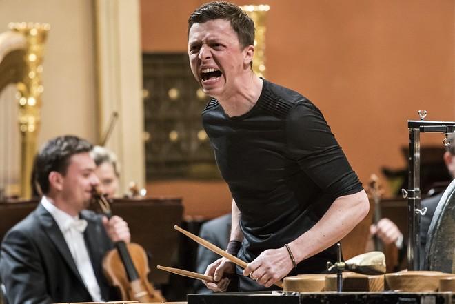 Česká filharmonie – P.Eötvös & M.Grubinger (perkuse) - Dvořákova síň Rudolfina Praha 2016 (foto ČF)