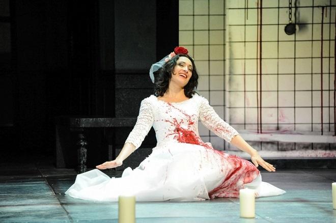 G. Donizetti: Lucia di Lammermoor - Elif Aytekin (Lucia) - Südthüringisches Staatstheater Meiningen 2016 (foto © foto-ed .de)