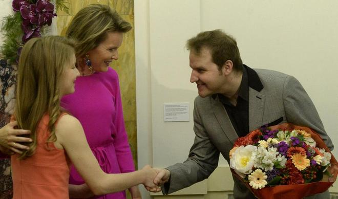 Lukáš Vondráček přijímá gratulaci od královny Alžběty po svém vítězství (zdroj 1001infos.net)