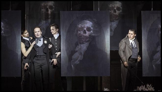 Umberto Giordano: Andrea Chénier – Roman Janál (Carlo Gérard), Hector Sandoval (Andrea Chénier) - ND Praha 2016 (foto Patrik Borecký)