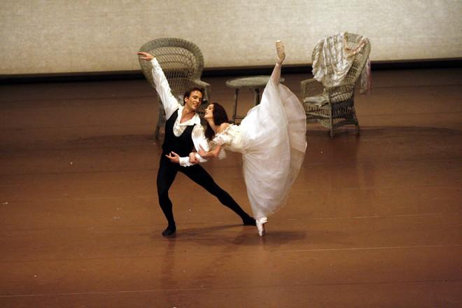 Dáma s kaméliami - Jiří Jelínek s Bridget Breiner - Stuttgarter Ballett (foto Ulrich Beuttenmuller)
