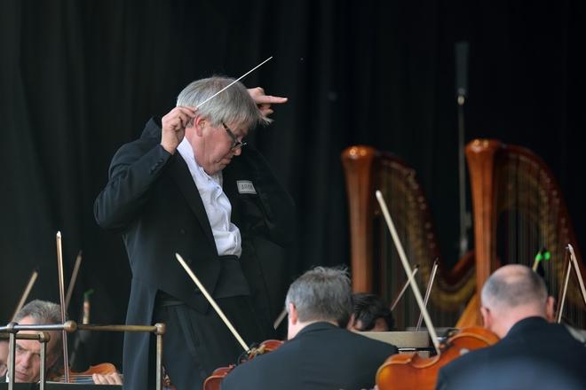 Symfonický orchestr hl.m.Prahy FOK - dirigent Petr Altrichter - Staroměstské náměstí 11.5.2016 (foto Petr Dyrc)