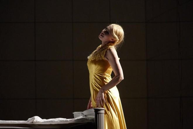 Dmitrij Šostakovič: Lady Macbeth von Mzensk - Sally du Randt - Theater Augsburg 2016 (zdroj theater-augsburg.de)
