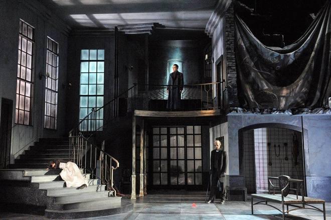 G. Donizetti: Lucia di Lammermoor - Elif Aytekin (Lucia Ashton), Dae-Hee Shin (Enrico Ashton), Mikko Järviluoto (Raimondo) - Südthüringisches Staatstheater Meiningen 2016 (foto © foto-ed .de)