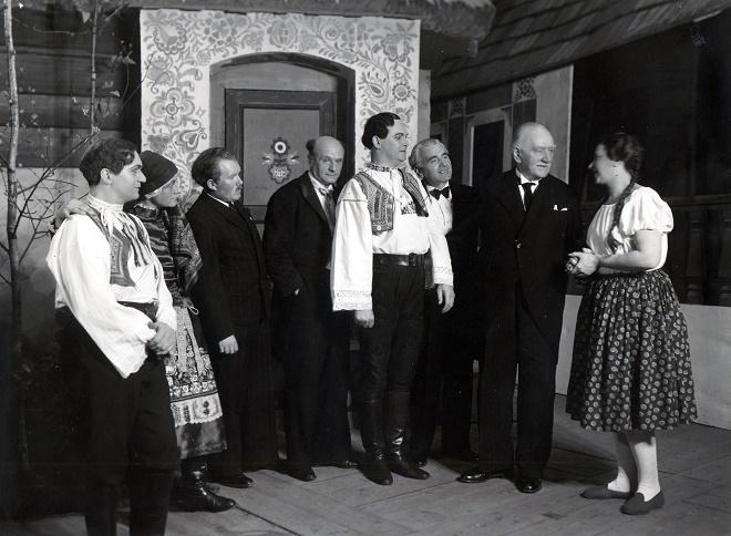 J.B.Foerster: Eva - zleva: Géza Fischer, Marie Řezníčková, Miloš Wasserbauer, Karel Nedbal, Emil Olšovský, Václav Jiřikovský, Josef Bohuslav Foerster, Marja Žaludová - ND Brno 1939 (foto archiv ND Brno)