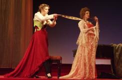 W.A.Mozart: Figarova svadba - Denisa Hamarová (Cherubín), Adriana Kohútková (Grófka) - SND Bratislava (foto archiv SND)