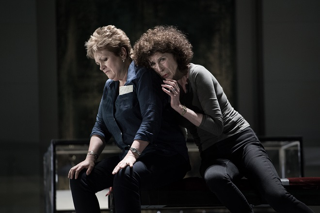 R.Strauss: Elektra - záběr ze zkoušky - Susan Bullock (Elektra), Rosalind Plowright (Klytaimnestra) - ND 2016 (foto Josef Rabara)