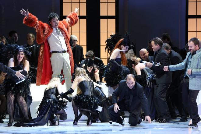 Giuseppe Verdi: Rigoletto - Kyungho Kim (Vojvoda) - SND Bratislava 2013 (foto Jozef Barinka)