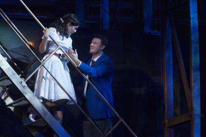 Leonard Bernstein: West Side Story - Michelle Veintimilla (Maria) a Norman Reinhardt (Tony) - Salzburger Pfingstfestspiele 2016 (foto © Salzburger Festspiele / Silvia Lelli)