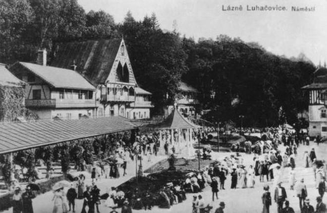Lázně Luhačovice - náměstí (foto archiv)
