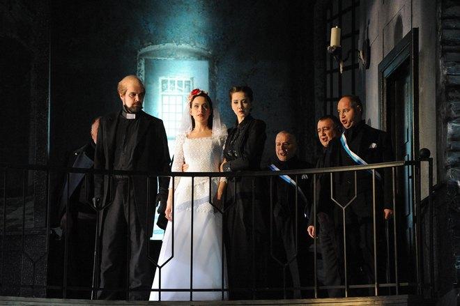 G. Donizetti: Lucia di Lammermoor - Mikko Järviluoto (Raimondo), Elif Aytekin (Lucia Ashton), Carolina Krogius (Alisa) - Südthüringisches Staatstheater Meiningen 2016 (foto © foto-ed .de)