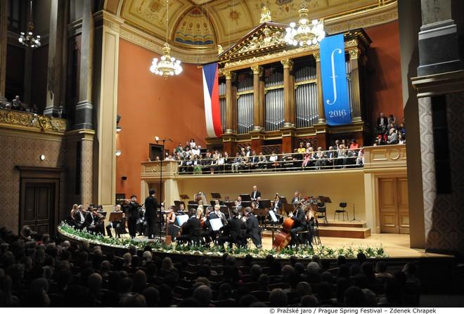 PKF - Prague Philharmonia - Jiří Rožeň - Yubeen Kim a Miroslav Sekera - Debut Pražského jara 2016 (foto © Pražské jaro – Zdeněk Chrapek)