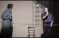 Umberto Giordano: Andrea Chénier - Jakub Tolaš (Roucher) a Hector Sandoval (Andrea Chénier) - ND Praha 2016 (foto Patrik Borecký)