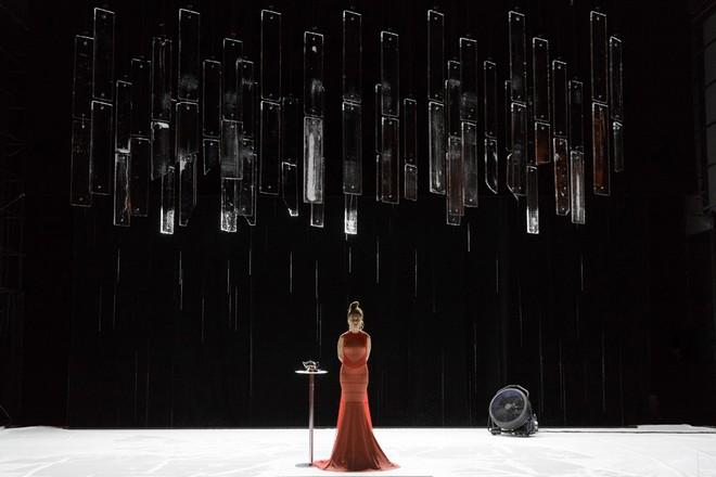 Howard Barker: Und – Natalie Dessay (Und) - Centre Dramatique Régional de Tours 2016 (foto © Centre dramatique régional de Tours/Christophe Raynaud de Lage)