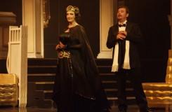 F.Lehár: Veselá vdova - Adriana Kohútková (Hana Glavariová), Šimon Svitok (Gróf Danilo Danilovič) - SND Bratislava (foto archiv SND)