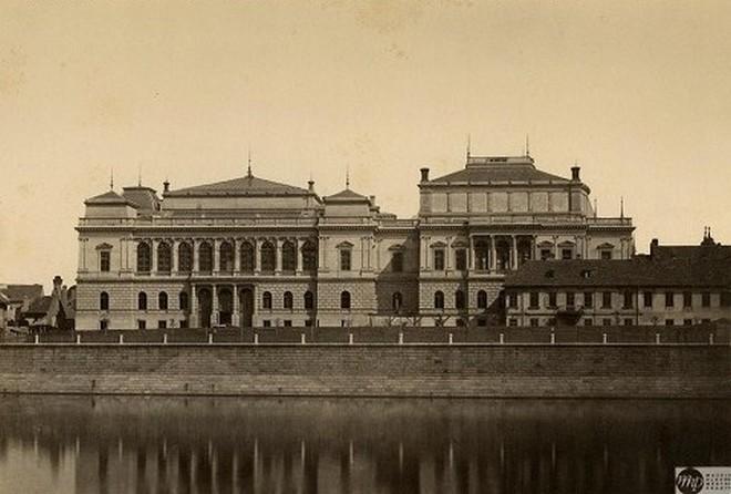 Rudolfinum v roce 1885 (zdroj rudolfinum.cz)