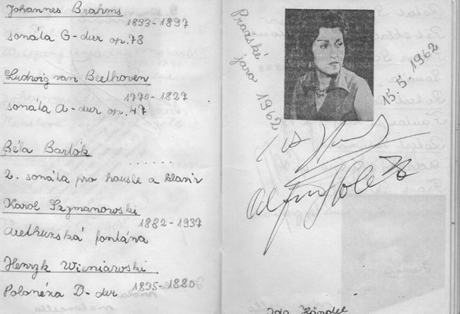 autogramy Idy Haendela a Alfreda Holečka - Pražské jaro 1962 (foto archiv autora)