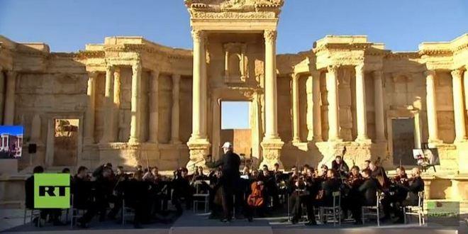 Orchestr Mariinského divadla a Valerij Gergijev v Palmýře (foto FB)