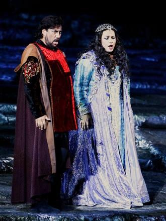 Marcelo Álvaréz jako Manrico a Anda-Louise Bogza jako Leonora - Arena verona (foto archiv A. L. Bogzy)