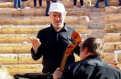 Video: Gergijev a orchestr Mariinského divadla hráli v Palmýře