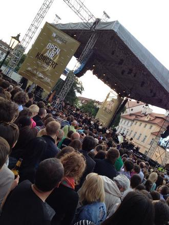Česká filharmonie na Hradčanském náměstí - Praha 2016 (foto FB ČF)