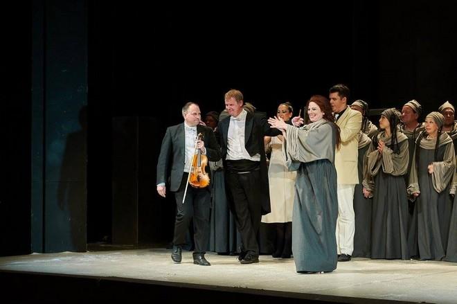 Jules Massenet: Thaïs - po premiéře, Martin Doubravský (uprostřed) - DFXŠ Liberec 2016 (foto FB DFXŠ Liberec/Lukáš Trojan)