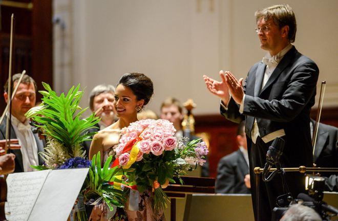 Hila Fahima, Tomáš Netopil - Symfonický orchestr hl.m.Prahy FOK - Pražské jaro 4.6.2016 (foto PJ/Ivan Malý)