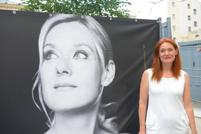 patronka nového koncertního sálu Magdalenu Koženou (zdroj FB Sál pro Brno)