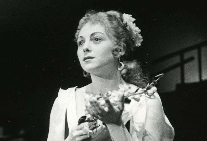 Alexander Krain: Laurencia - Trúda Boudová-Tašká (Jacinta) - SND 1959 (foto Gejza Podhorský)