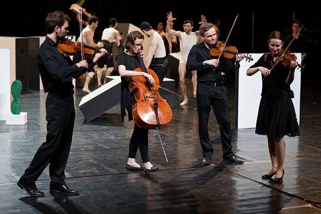Alexander Ekman: Cacti - Kvarteto Hanse Krásy -ND Praha 2016 (foto Dasa Wharton)