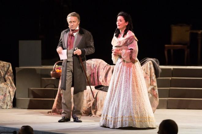 Giuseppe Verdi: La traviata – Roman Janál (Giorgio Germont) a Simona Houda-Šaturová (Violetta Valéry) - Smetanova Litomyšl 2016 (zdroj festival.smetanovalitomysl.cz)