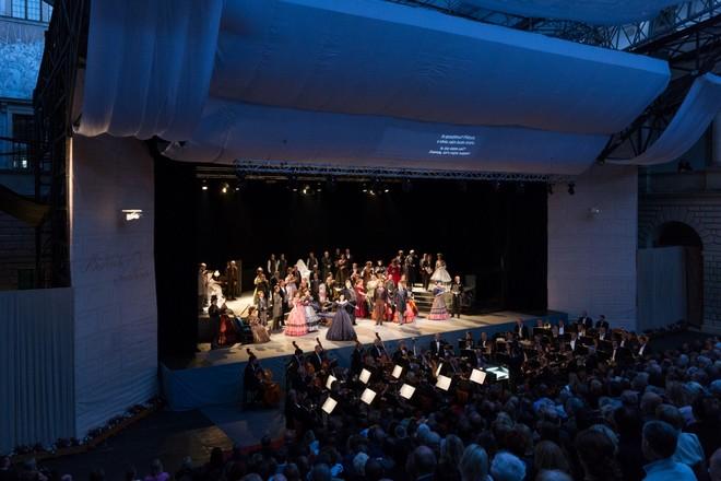 Giuseppe Verdi: La traviata – Smetanova Litomyšl 2016 (zdroj festival.smetanovalitomysl.cz)