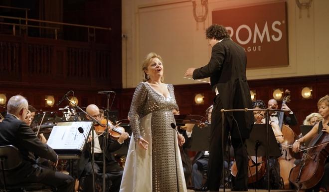 Edita Gruberová - ČNSO - dirigent Peter Valentovič - Obecní dům Praha 28.6.2016 (foto ČTK / Michal Krumpholz)