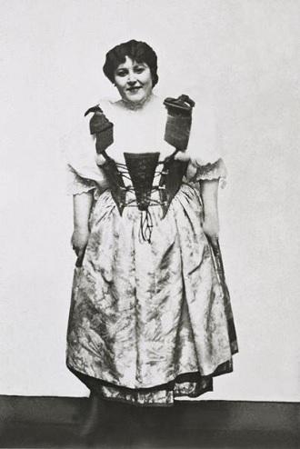 B.Smetana: Prodaná nevěsta - Kristýna Morfová (Mařenka) - ND Praha 1909 (foto archiv ND)