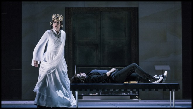 Richard Strauss: Elektra - Rosalind Plowright (Klytaimnestra) a Susan Bullock (Elektra) - Státní opera Praha 2016 (foto Patrik Borecký)